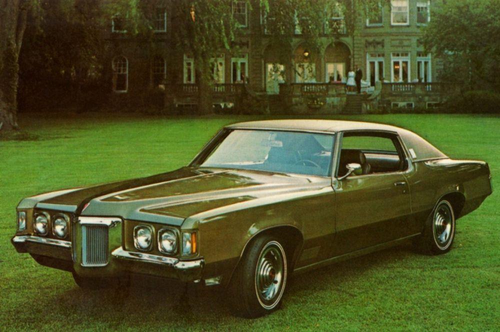 Флагманской моделью Pontiac на долгое время оставался GTO, но в конце 60-х компания выпустила Grand Prix – столь же мощную, но намного более дорогую машину. За счёт своих характеристик, включая мощный двигатель, этот автомобиль был горячо любим мафией и гангстерами.
