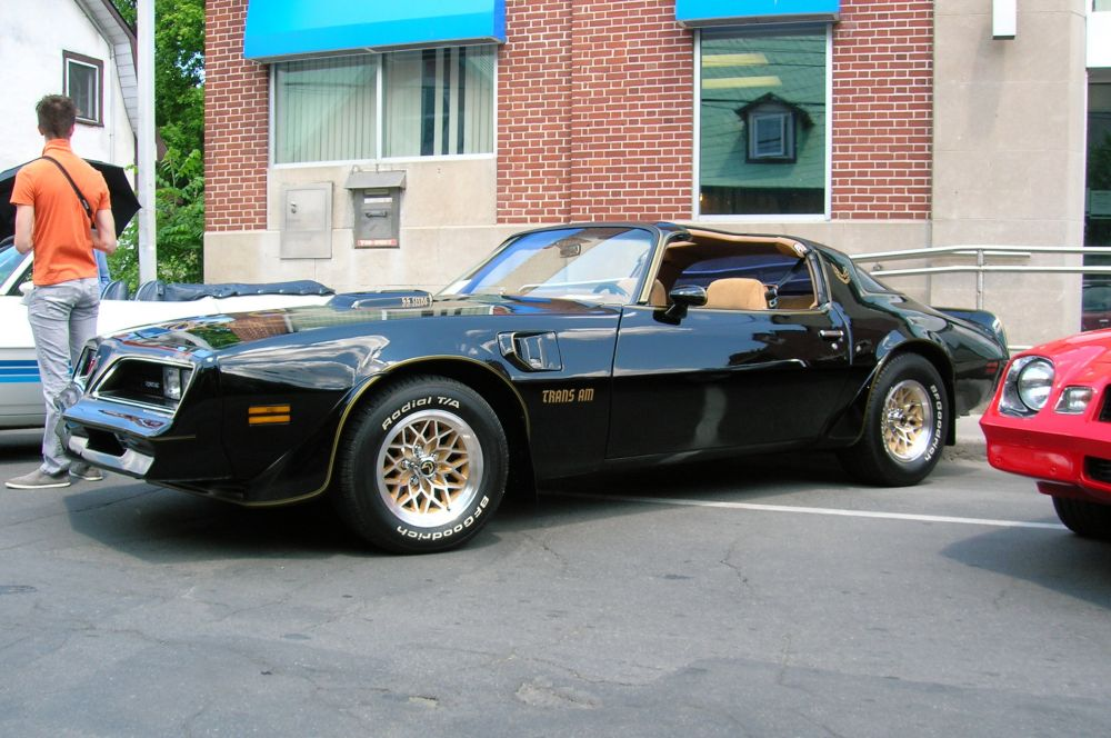 Пятью годами позже Pontiac обновил Trans Am, придав ему ещё более агрессивную внешность. Машина пользовалась большой популярностью в киноиндустрии – это был самый преследуемый в кино автомобиль. Позже Pontiac отказался от производства мощных автомобилей, переключившись на другие сегменты, таким образом, Trans Am 1978 года стал последним «масл-каром» этой марки.