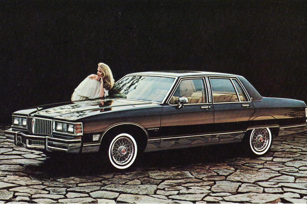 Pontiac Bonneville всегда был в тени GTO и Trans Am, но к 80-м цены на бензин выросли, а покупатели перестали брать мощные и «прожорливые» машины. В 1983 году Pontiac перевыпустил Bonneville в новом дизайне – теперь машина была ориентирована на солидных автолюбителей, ценивших комфорт, а не лошадиные силы.