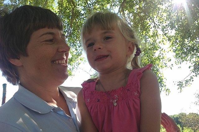 Эвелина с новой дочкой Элей.