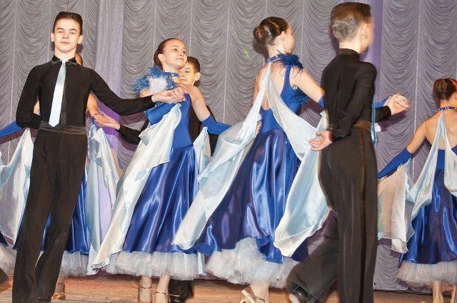 Самое популярное творчество у молодежи - танцы и вокал.