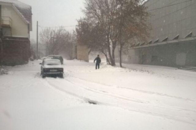 В Челябинске снегопад стал причиной коллапса на дорогах и в аэропорту