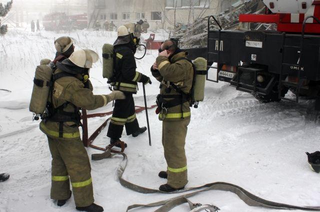 На место пожара выезжали 35 спасателей.