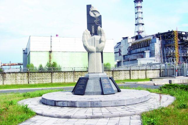Памятник чернобыльцам.