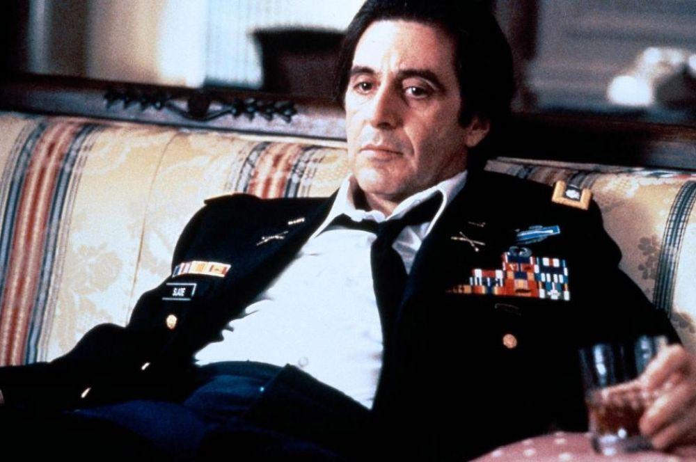 За роль в фильме «Запах женщины» Аль Пачино получил свой единственный на данный момент «Оскар». Он сыграл слепого генерала, планировавшего покончить с собой. В общей сложности герои Аль Пачино умирали десять раз – восемь раз их убивали в драке или застреливали.