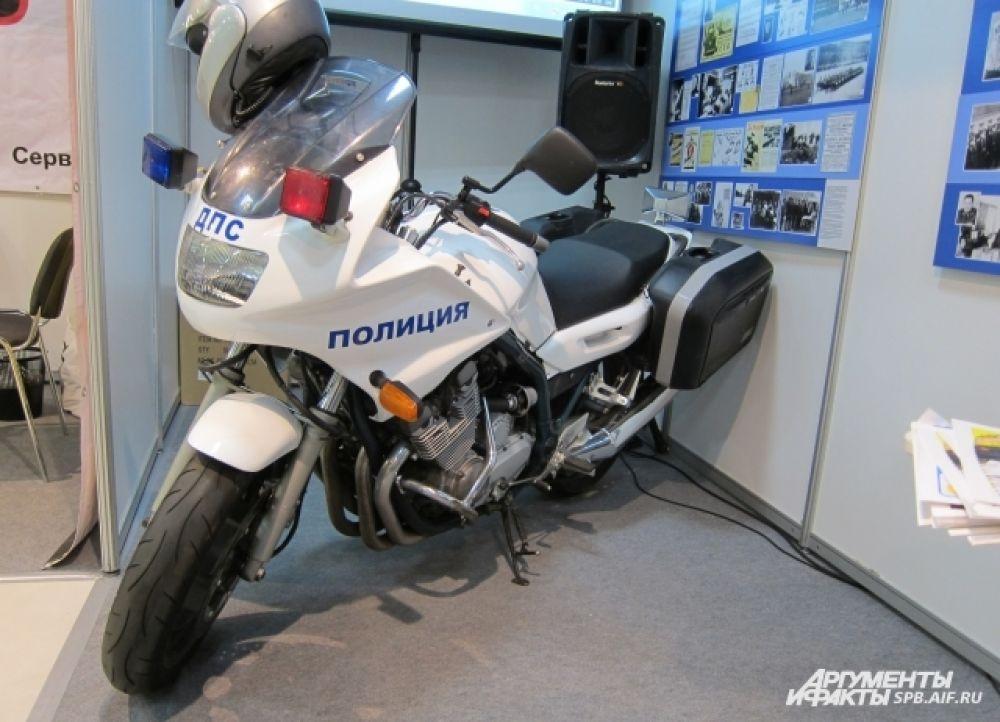 полицейский мотоцикл Yamaha Diversion