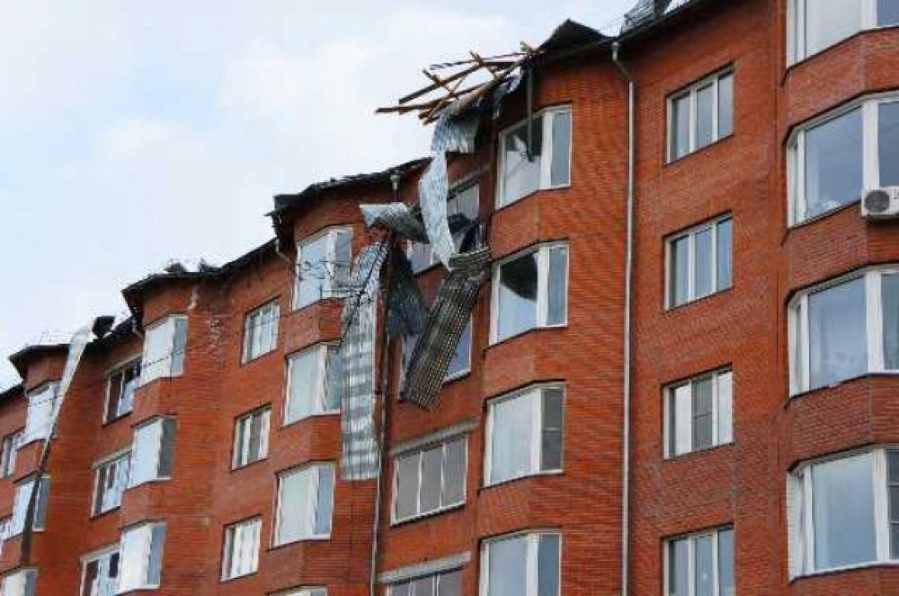 Ветер сорвал крышу с шестиэтажки в Бердске.