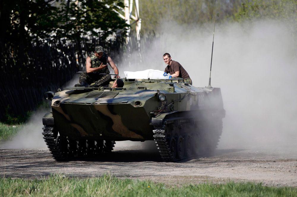 Краматорск остаётся под контролем украинской армии, но из города регулярно поступают сообщения о стрельбе.