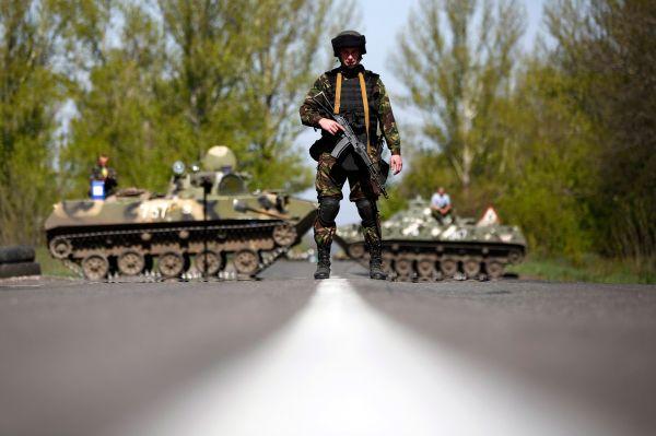 Силовая операция украинских военных в Славянске не дала результатов, город остался под контролем протестующих. Однако и по её завершении многие сообщали о выстрелах в центре города.