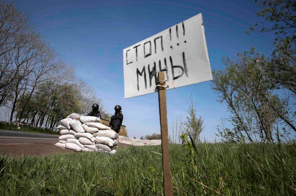 Правоохранительные органы также сообщили об уничтожении нескольких блокпостов ополченцев в Славянске.