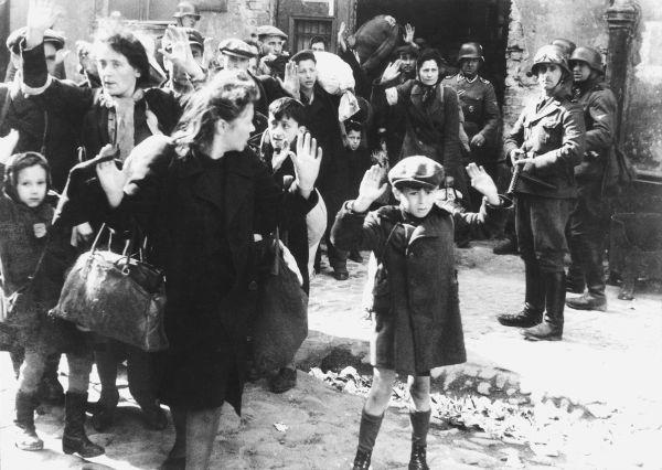 В 1942 году высшими членами  нацисткой партии был утвержден план, согласно которому в ближайшие годы должно было погибнуть около 11 миллионов евреев по всей Европе. Людей высылали в концентрационные лагеря под разными предлогами, где голодом и работами доводили их до смерти и массово сжигали в газовых печах.