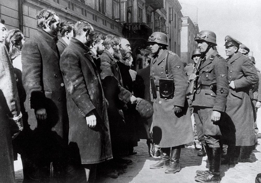 В связи с серьезным экономическим кризисом, наступившим в Европе после Первой мировой войны, антисемитизм в Германии, Австро-Венргии и Франции усилился, приняв крайние формы. Широкомасштабная пропаганда антисемитизма настраивала людей против евреев, сделав из них нещадно гонимый и преследуемый народ по всей Европе.