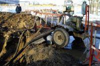 ОмскВодоканал ведет работы по перекладке водопровода.