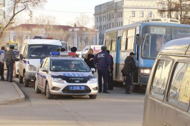Водители автобусов продолжают нарушать ПДД.