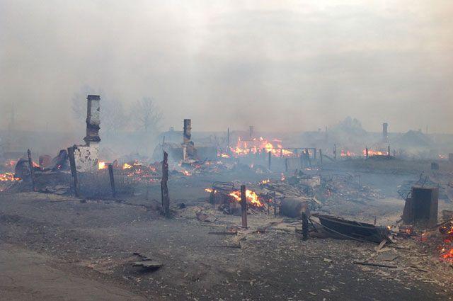 Крупный пожар из-за сильного ветра в Черемхово еще не ликвидирован.