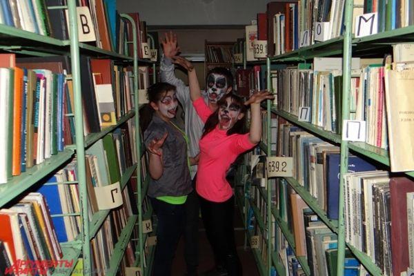 В книжном лабиринте.