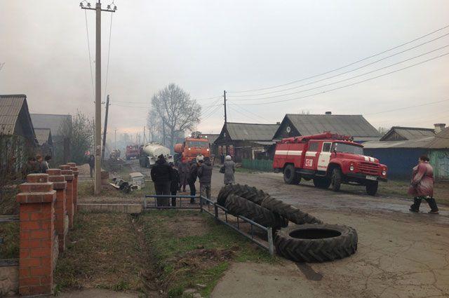Из-за ветра пожар уничтожил 18 жилых домов в Черемхово.