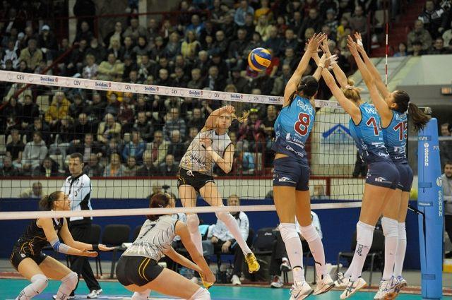 «Омичка» уступила соперницам в первом матче.