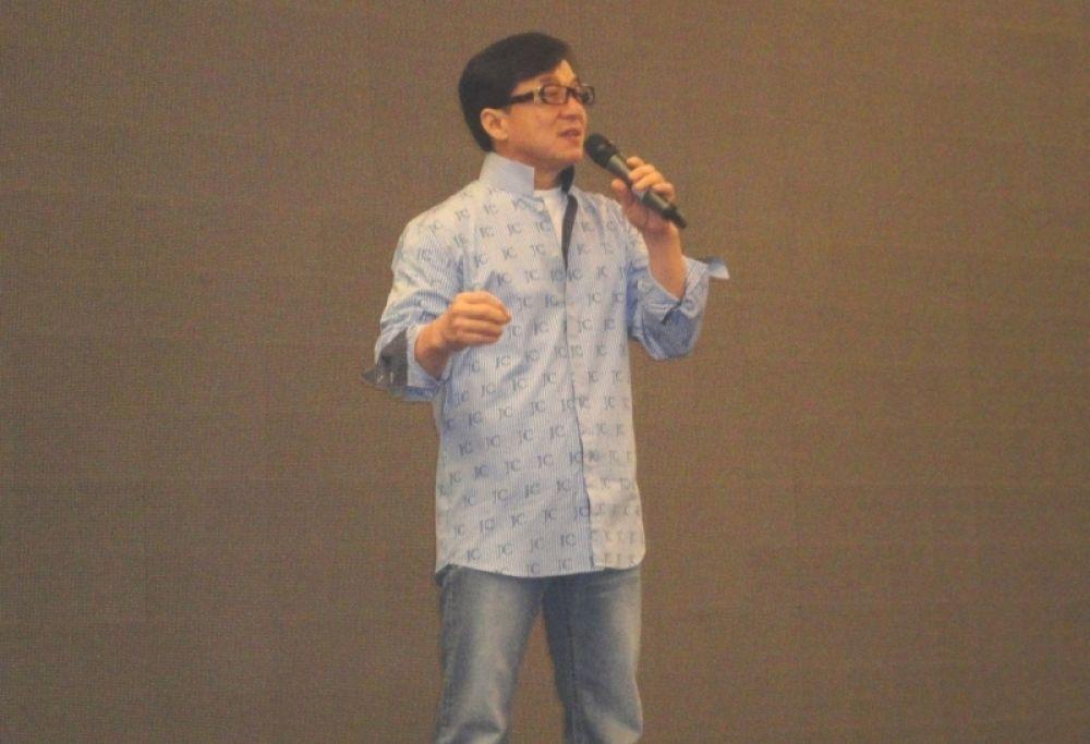 Оказалось, Джеки Чан хорошо поёт.