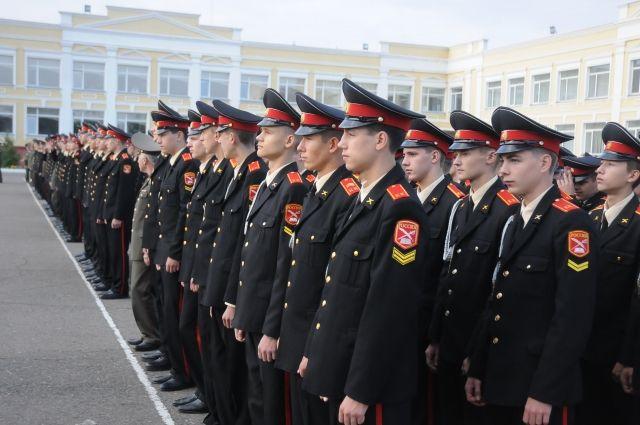 Чтобы стать кадетом нужно пройти собеседования по русскому и иностранному языкам и математике.