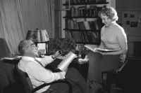 Григорий Александров и Любовь Орлова в домашней обстановке. Фото 1960-х годов.