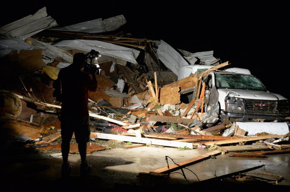 Из-за ураганов восемь тысяч человек в Северной Каролине остались без электричества.