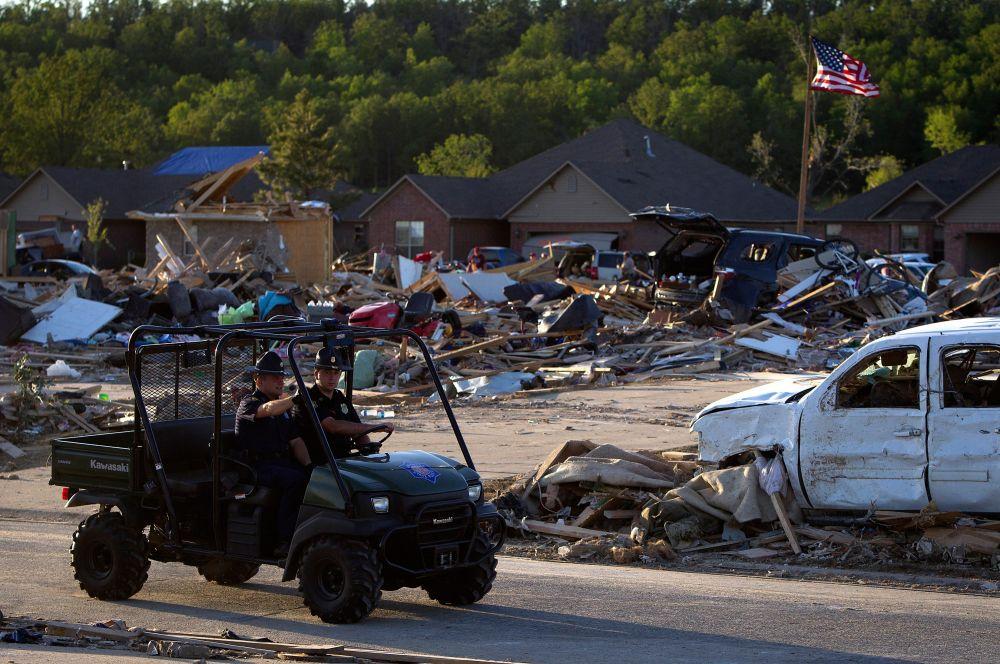 Ураганы полностью разрушили несколько населённых пунктов. Общую сумму ущерба ещё предстоит выяснить.