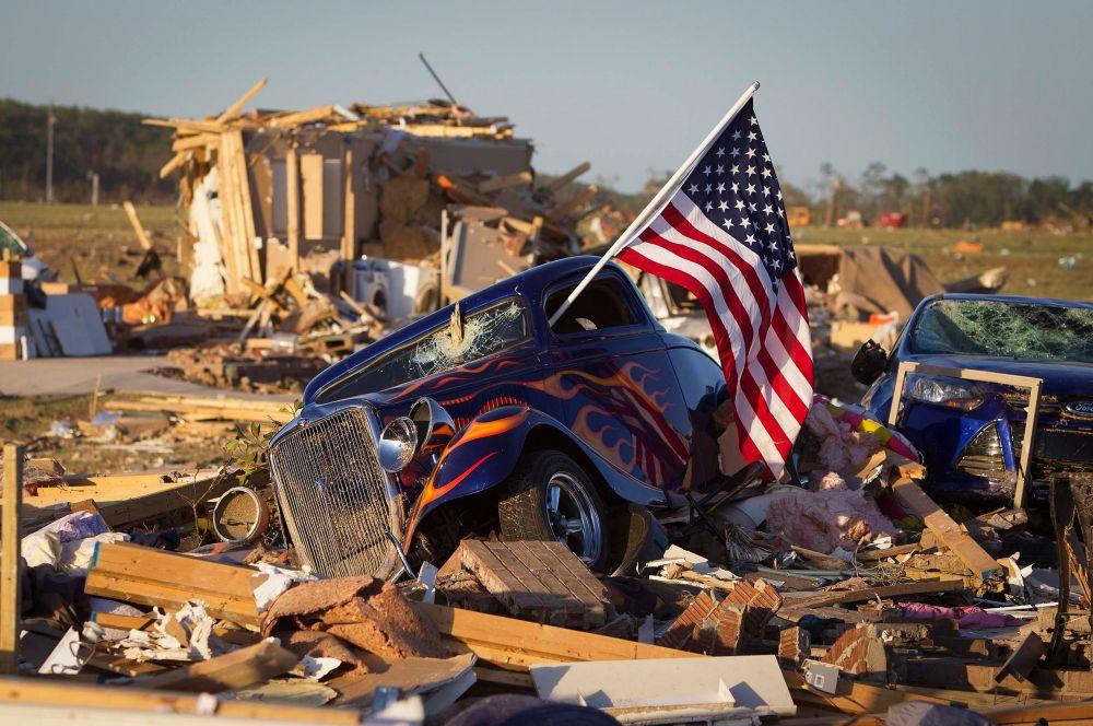 В Оклахоме торнадо унесли жизни двоих человек. Общий ущерб полиция пока подсчитать не готова.