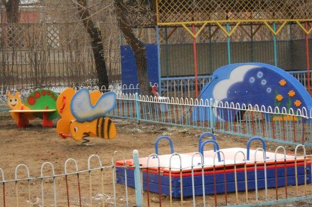 Неравнодушные челябинцы оборудовали детскую площадку для сирот из Троицка
