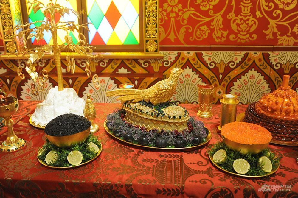 Подаваемые блюда также собраны из поварских книг того времени.