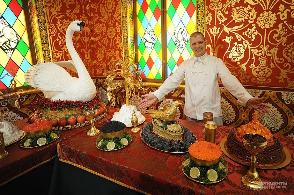 На выставке представлены блюда из лебедя, фазана, белуги, осетра и, конечно, классический жареный поросёнок.