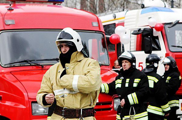 Участники пожарного праздничного автопробега.