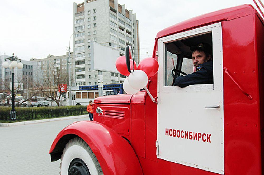 После участники автопробега  через площадь Ленина проследовали  до автовокзала.