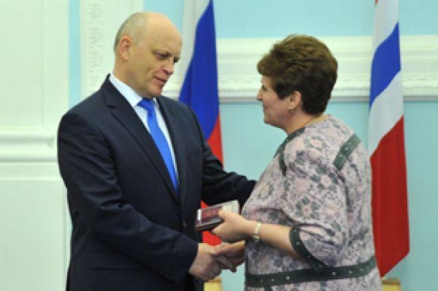 Виктор Назаров поздравил омичей с получением почётных званий.