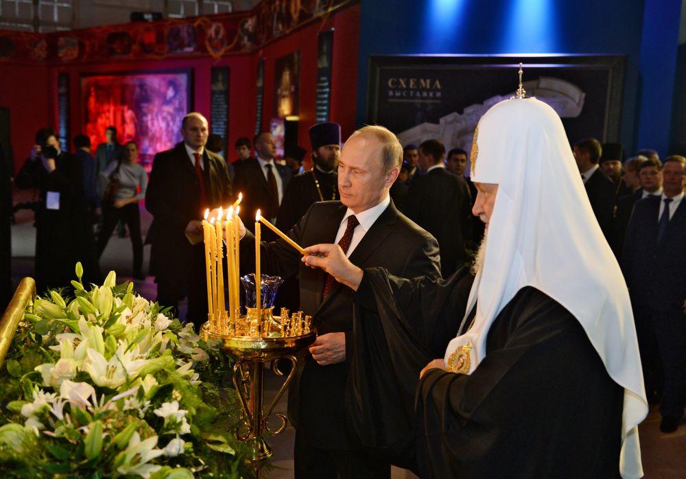С президентом В. Путиным на выставке «Православная Русь» в «Манеже» (Москва) в 2013 году.