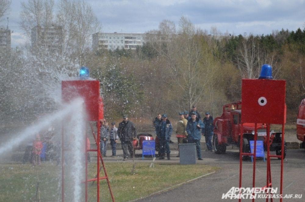 Абсолютный рекорд соревнований 1,027 сек у сотрудников пожарной части №2 Рудничного района.