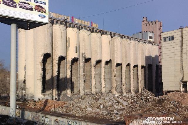 Здание мукомольного завода в Екатеринбурге уничтожили буквально за секунды
