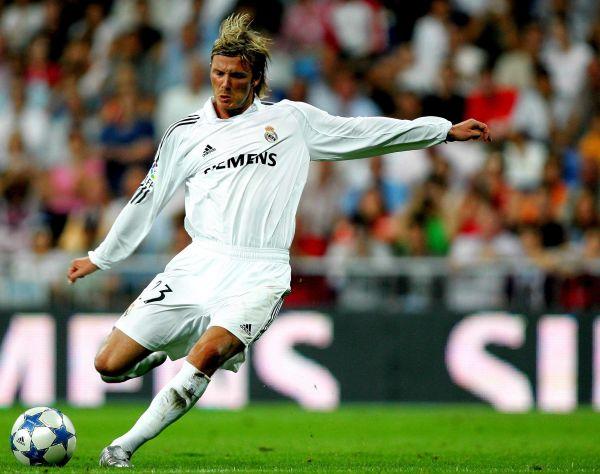 За покупку Бекхэма президент «Реала» Флорентино Перес отдал 35 миллионов евро.  За 4 сезона футболист принес сборной 20 голов, по итогамсезона 2005-2006 был признан лучшим игроком «Реала», но поучаствовал в ряде громких скандалов. Во время матча со сборной Уэльса его атаковал Бен Тэтчер, нанёсший сопернику травму. Тогда Бекхэм пошел на сознательный фол против валлийца и получил за это желтую карточку на следующий матч. «Я знал, что травмирован серьёзно, поэтому я сбил Тэтчера», - прокомментировал позже футболист.