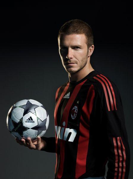 «Милан» арендовал Бекхема у «Лос-Анджелес Гэлакси» , и футболист сразу впечатлил итальянцев своей виртуозной игрой. Он  удачно вписался в командную схему, и «Милан» начал переговоры о переходе игрока на постоянной основе.