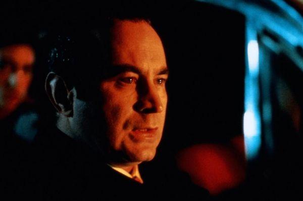 Признание и известность пришли к Хоскинсу после его роли в фильме «Мона Лиза» - он получил целый ряд престижных наград, включая «Золотой глобус», премию BAFTA и Серебряную премию Каннского кинофестиваля.