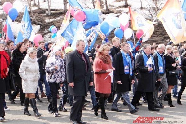Праздник традиционно начался с прохождения колонн трудовых коллективов.