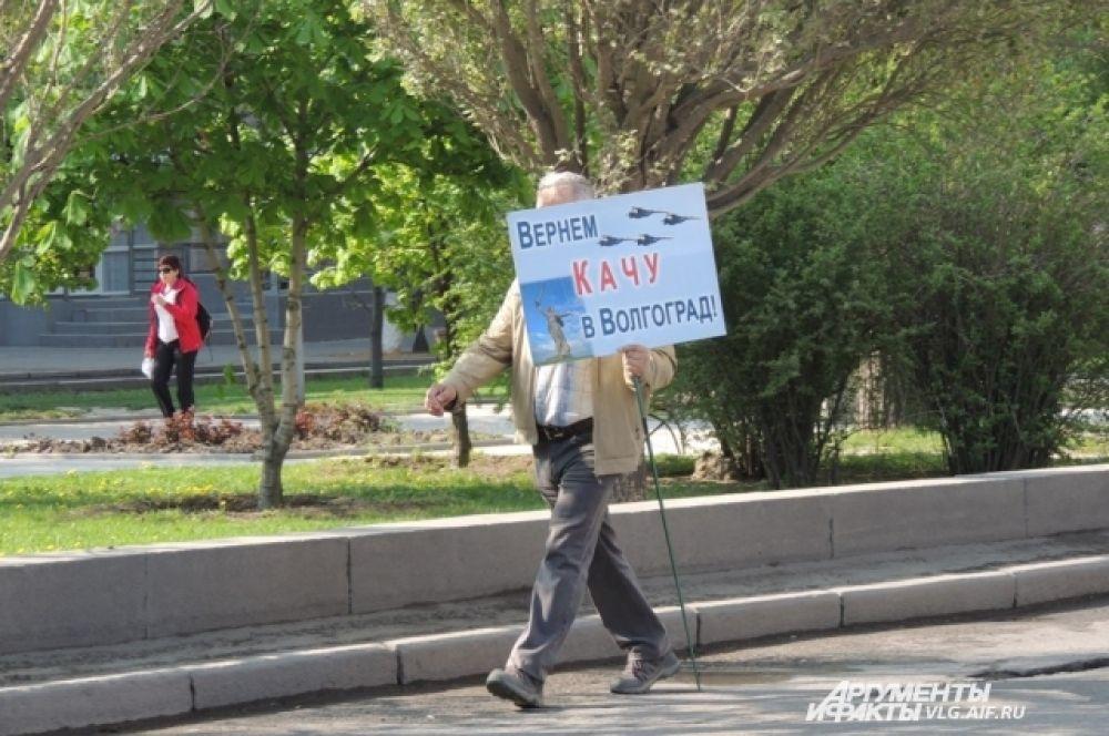 Некоторые участники демонстрации год за годом требуют одно и то же.
