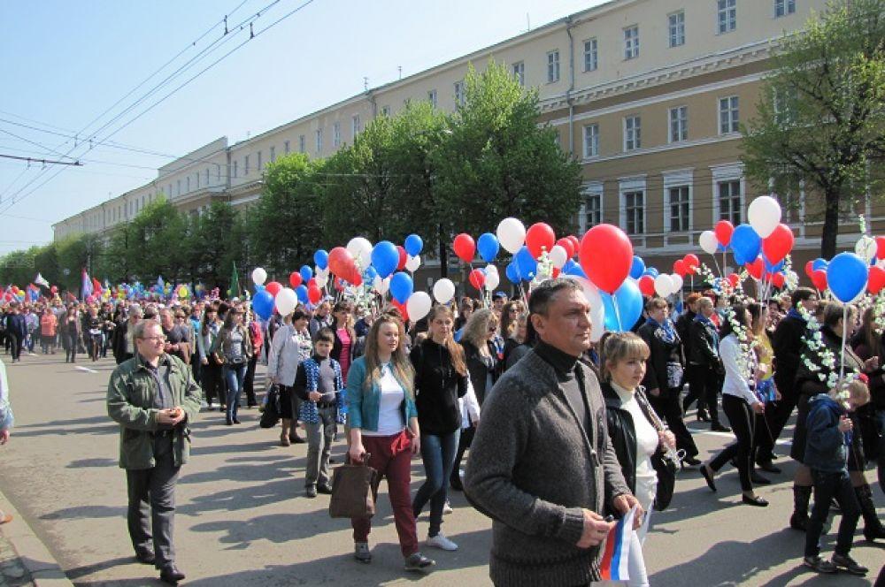 На первомайскую демонстрацию вышли около 15 000 человек