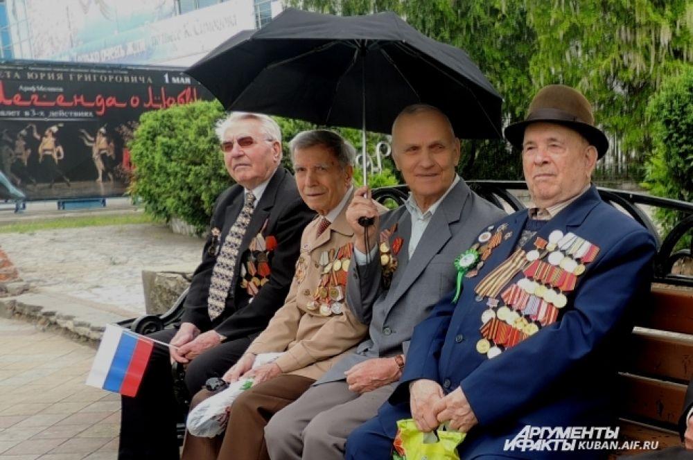 В демонстрации приняли участие краснодарские ветераны.