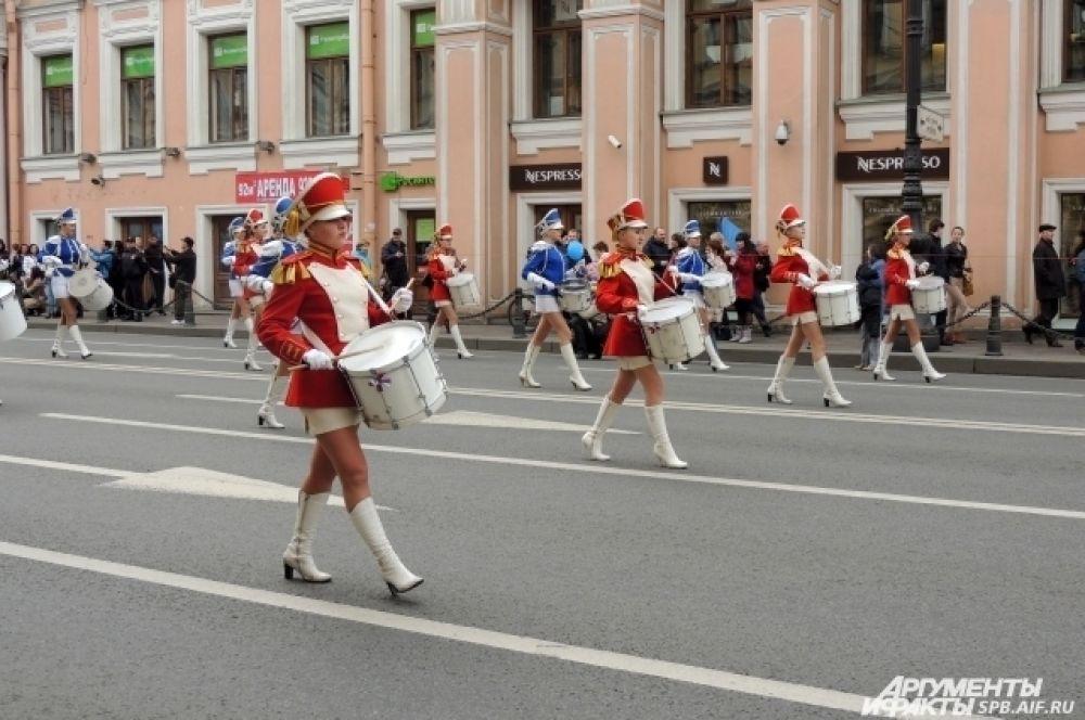 Впереди колонны шли музыканты