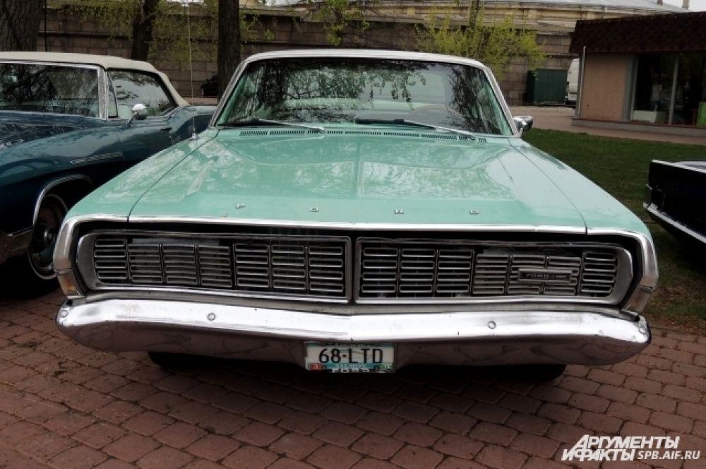 Ford Thunderbird - один из самых стильных ретро-автомобилей