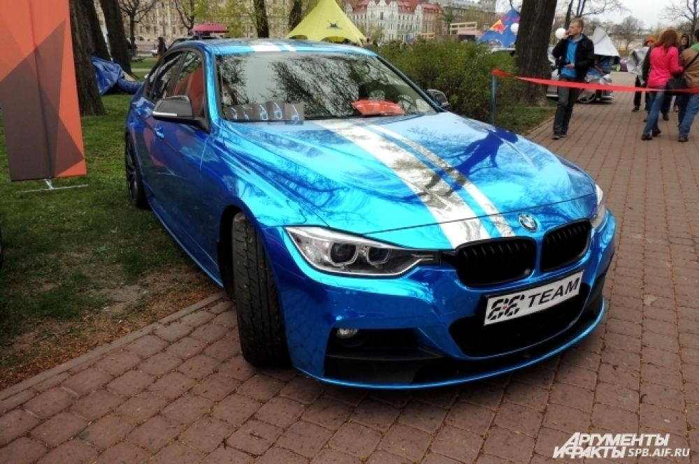 BMW m5 блестит глянцем