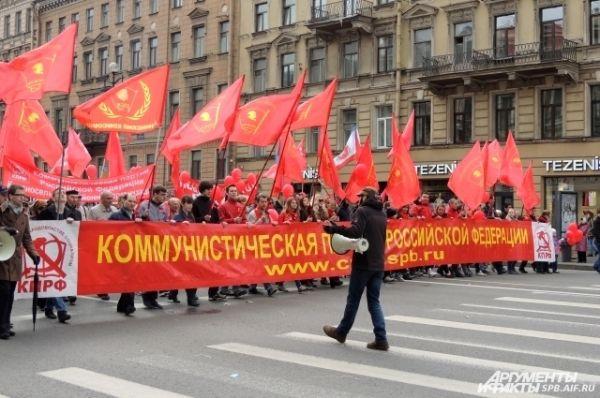 Демонстранты прошли по Невскому проспекту