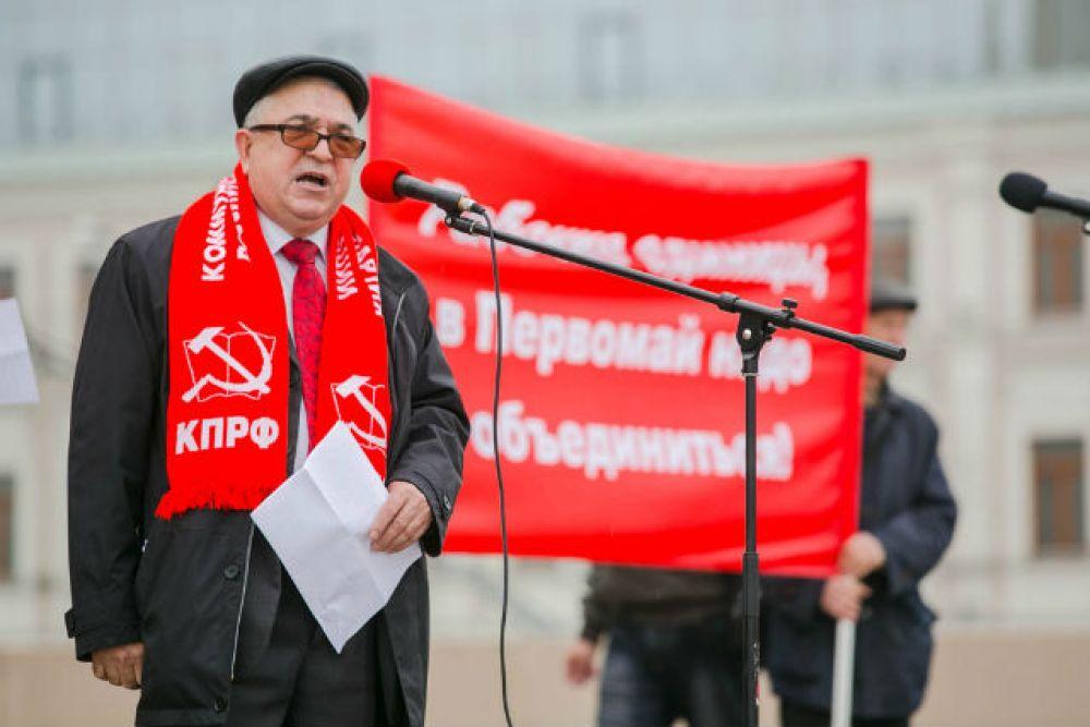 Хафиз Миргалимов, руководитель татарстанской КПРФ поздравил всех с праздником Весны и Труда и поблагодарил пришедших на митинг