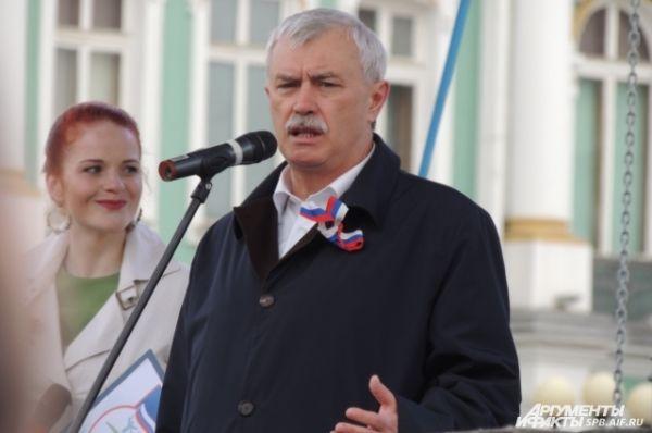 Губернатор поздравил петербуржцев с праздником